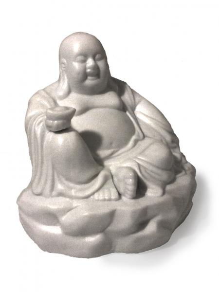 Jobb kezében Yuen Pao-t tart, ami a mérhetetlen gazdagság szimbóluma