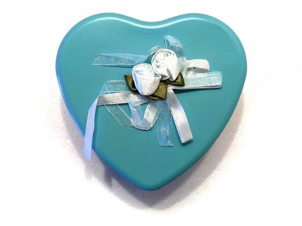 Szív alakú fém dobozban szállítjuk