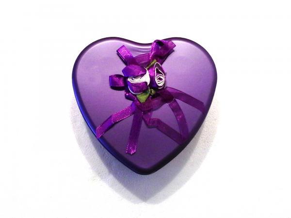 Szív alakú fém díszdobozban szállítjuk
