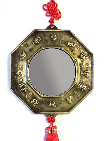 A medál tükrös oldala