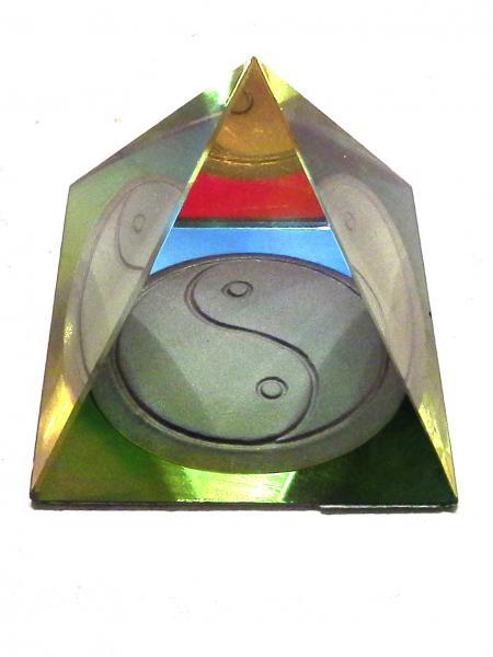 Kristály piramis 03